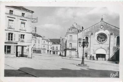 """CPSM FRANCE 86 """"Loudun, place Sainte Croix"""""""