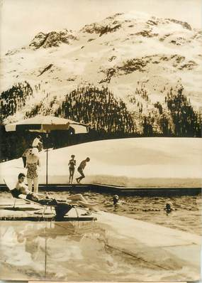 """PHOTO ORIGINALE DE PRESSE """"Suisse, Saint Moritz, piscine en plein air de l'Hotel Carlton Kulm"""""""