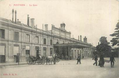 """CPA FRANCE 86 """"Poitiers, la gare"""""""