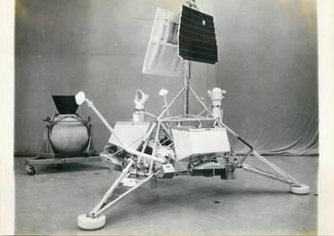 """PHOTO ORIGINALE DE PRESSE """"Véhicule lunaire sans pilote SURVEYOR"""" / COSMOS"""