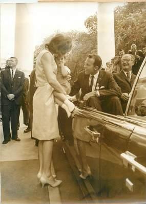 """PHOTO ORIGINALE DE PRESSE / POLITIQUE """"Le Cosmonaute Gordon COOPER à la Maison Blanche avec KENNEDY"""""""
