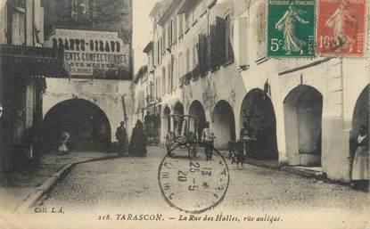 """CPA FRANCE 13 """"Tarascon, la rue des Halles, rue Antique"""""""