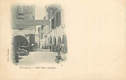 "CPA FRANCE 13 ""Tarascon, une rue antique"""