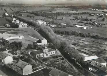 """CPSM FRANCE 13 """"Saint Martin de Crau, vue aérienne sur une partie du village"""""""