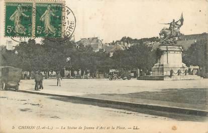 """CPA FRANCE 37 """"Chinon, la statue de Jeanne d'Arc et la place"""""""