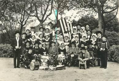 """CPSM FRANCE 37 """"Tours, Bugale Breiz"""" / GROUPE FOLKLORIQUE"""