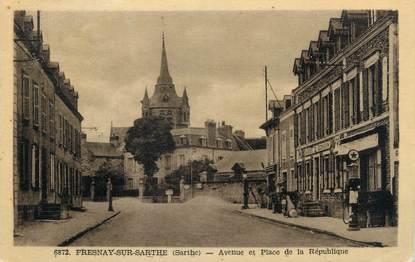 """CPA FRANCE 72 """"Fresnay sur Sarthe, avenue et place de la république"""" / POMPE A ESSENCE"""
