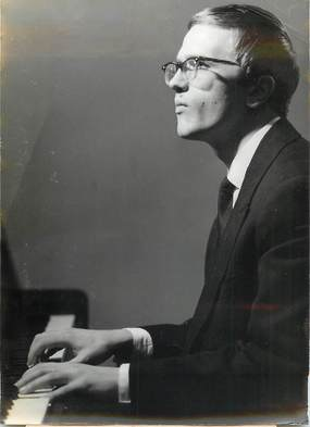 "PHOTO DE PRESSE / PHOTO ORIGINALE / MUSIQUE ""Le 1er Grand Prix de Piano Marguerite LONG à Victor ERESKO (URSS)"""