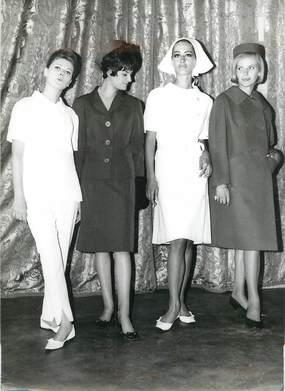 """PHOTO DE PRESSE / PHOTO ORIGINALE / SANTE """"Les nouvelles tenues des infirmières en 1963"""""""