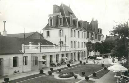 """CPSM FRANCE 35 """"Saint Malo Paramé, le grand hôtel Courtoisville"""""""