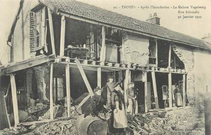 """CPA FRANCE 10 """"Troyes, la maison Vogelweig après l'inondation"""""""