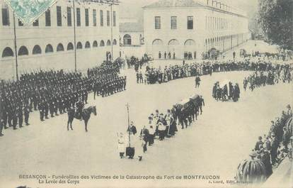 """CPA FRANCE 25 """"Besançon, funérailles des victimes de la catastrophe du Fort de Montfaucon, la levée des corps"""""""