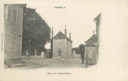 """CPA FRANCE 89 """"Chablis, place de la République"""""""