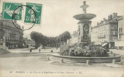 """CPA FRANCE 38 """"Voiron, la place de la République et le cours Cénozans"""""""