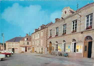 """CPSM FRANCE 61 """"Athis, la place, l'hôtel du Lion d'Or"""""""