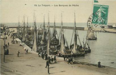 """CPA FRANCE 76 """"Le Tréport, les barques de pêche"""""""