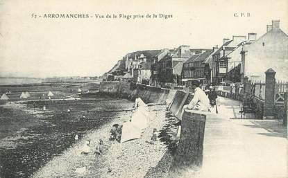 "CPA FRANCE 14 ""Arromanches, vue de la plage prise de la digue """