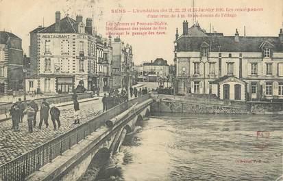 """CPA FRANCE 89 """"Sens, les secours au pont du diable"""" / INONDATION 1910"""