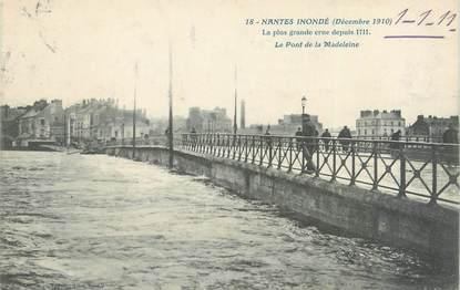 """CPA FRANCE 44 """"Nantes, le pont de la Madeleine"""" / INONDATION 1910"""