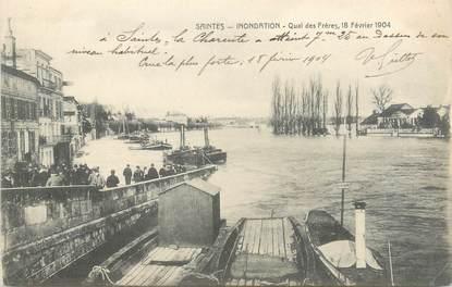 """CPA FRANCE 17 """"Saintes, quai des Frères"""" / INONDATION 1904"""