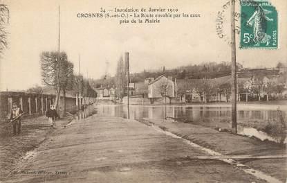"""CPA FRANCE 91 """"Crosnes, la route envahie par les eaux près de la mairie"""" / INONDATION 1910"""