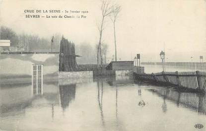 """CPA FRANCE 92 """"Sèvres, la voie du chemin de fer"""" / INONDATION 1910"""