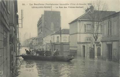 """CPA FRANCE 92 """"Levallois, la rue des rères Herbert"""" / INONDATION 1910"""