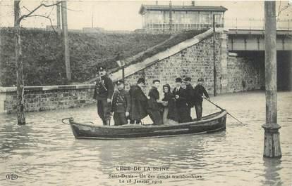 """CPA FRANCE 93 """"Saint Denis, un des canots transbordeurs / INONDATION 1910"""