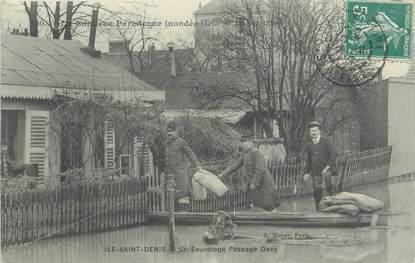 """CPA FRANCE 93 """"Ile Saint Denis, un sauvetage passage Davy"""" / INONDATION 1910"""