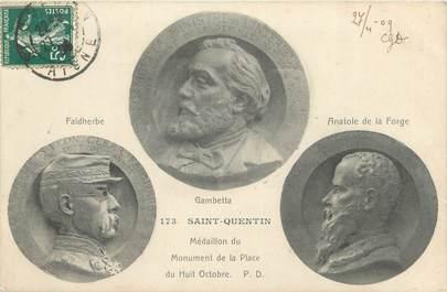 """CPA FRANCE 02 """"Saint Quentin, médaillon du monument de la place du 8 octobre"""""""