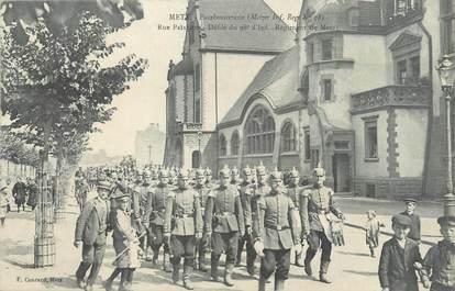 """CPA FRANCE 57 """"Metz, rue Paixhans, défilé du 98è d'infanterie"""""""