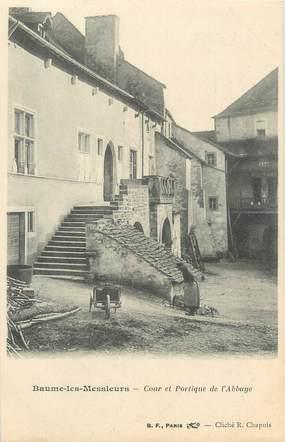 """CPA FRANCE 39 """"Baume les Messieurs, cour et portique de l'abbaye"""" / Ed. R. CHAPUIS"""