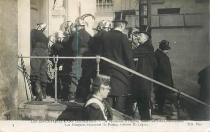 """CPA   FRANCE 75  """"Paris, Les inventaires dans les Eglises, la Résistance à l'Eglise St Pierre du Gros Caillou"""" / POMPIER / ANTICLÉRICAL"""