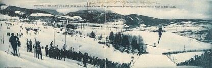"""CPA PANORAMIQUE FRANCE 38 """"Villard de Lans, vue panoramique du tremplin des Cochettes et saut en ski"""""""
