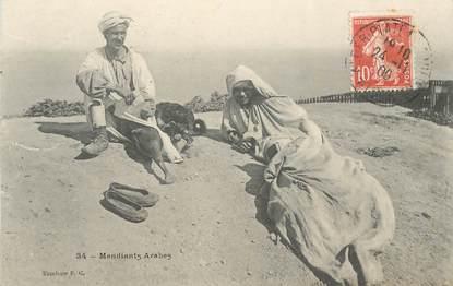 """CPA ALGERIE / SCENES ET TYPES """"Mendiants arabes"""""""