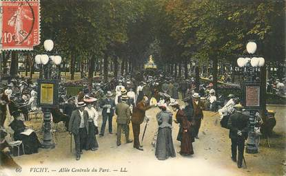 """CPA FRANCE 03 """"Vichy, allée centrale du Parc"""""""