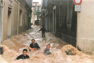 "CPSM FRANCE 30 ""Nimes, Inondations du 03/10/1988"""