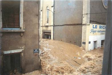 "CPM FRANCE 30 ""Nimes, Inondations du 03/10/1988"""
