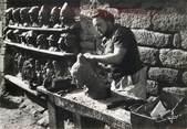 """29 Finistere CPSM FRANCE 29 """"Locronan, sculpteur"""""""