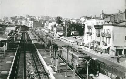 """PHOTO FRANCE 06 """"Cannes, 1970, la gare partie non couverte"""""""
