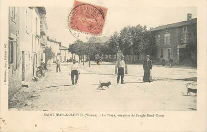 """CPA FRANCE 86 """"Saint Jean de Sauves, la place"""""""