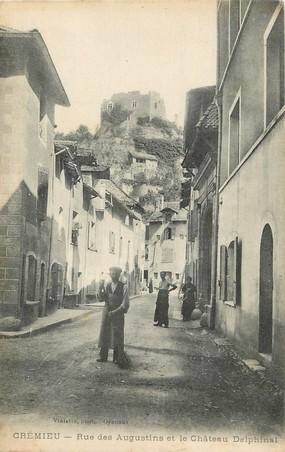 """/ CPA FRANCE 38 """"Crémieu, rue des Augustins et le château Delphinal"""""""