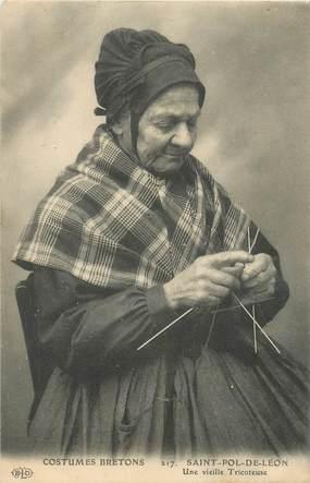 """CPA FRANCE 29 """"Saint Pol de Léon, vieille tricoteuse"""""""