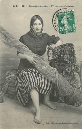 """CPA FRANCE 62 """"Boulogne, pêcheuse de crevettes"""""""