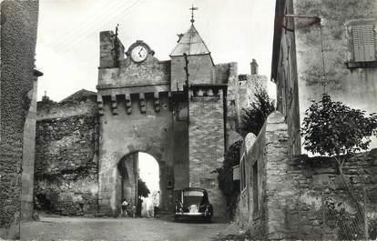 """/ CPSM FRANCE 63 """"Montpeyroux, l'horloge et l'entrée du vieux château"""""""