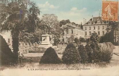 """CPA FRANCE 85 """"La Roche sur Yon, le jardin public et la préfecture"""""""