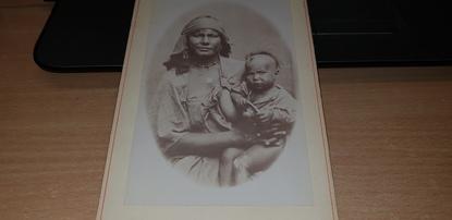 """PHOTO """"Bédouine et son enfant"""" / SCENES & TYPES"""