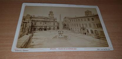 """PHOTOGRAPHIE FRANCE 13 """"Arles, place de la République"""""""