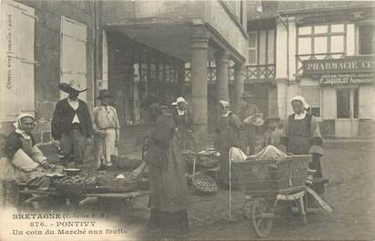 "CPA FRANCE 56 ""Pontivy, Marché aux fruits"""