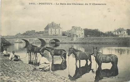 """CPA FRANCE 56 """"Pontivy, Le bain des chevaux du 2e Chasseurs"""""""